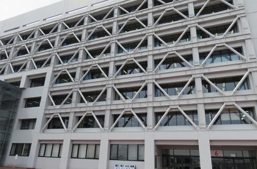 伝統の法科の中央6号館