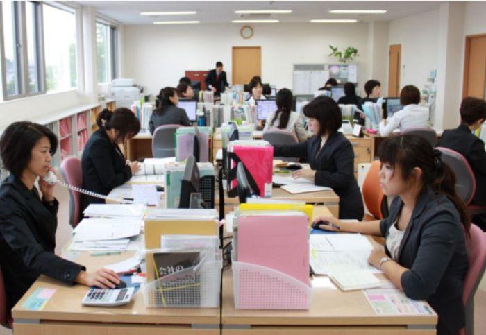 「女性活躍推進法」で求められる企業の義務は、果たしていますか?